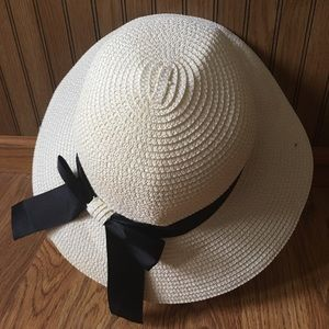 5/$15 Cream and Black Ribboned Hat